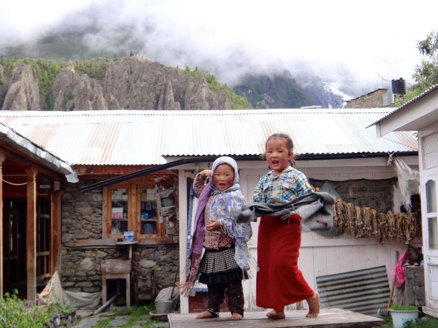 Annapurna_Nepal_girls